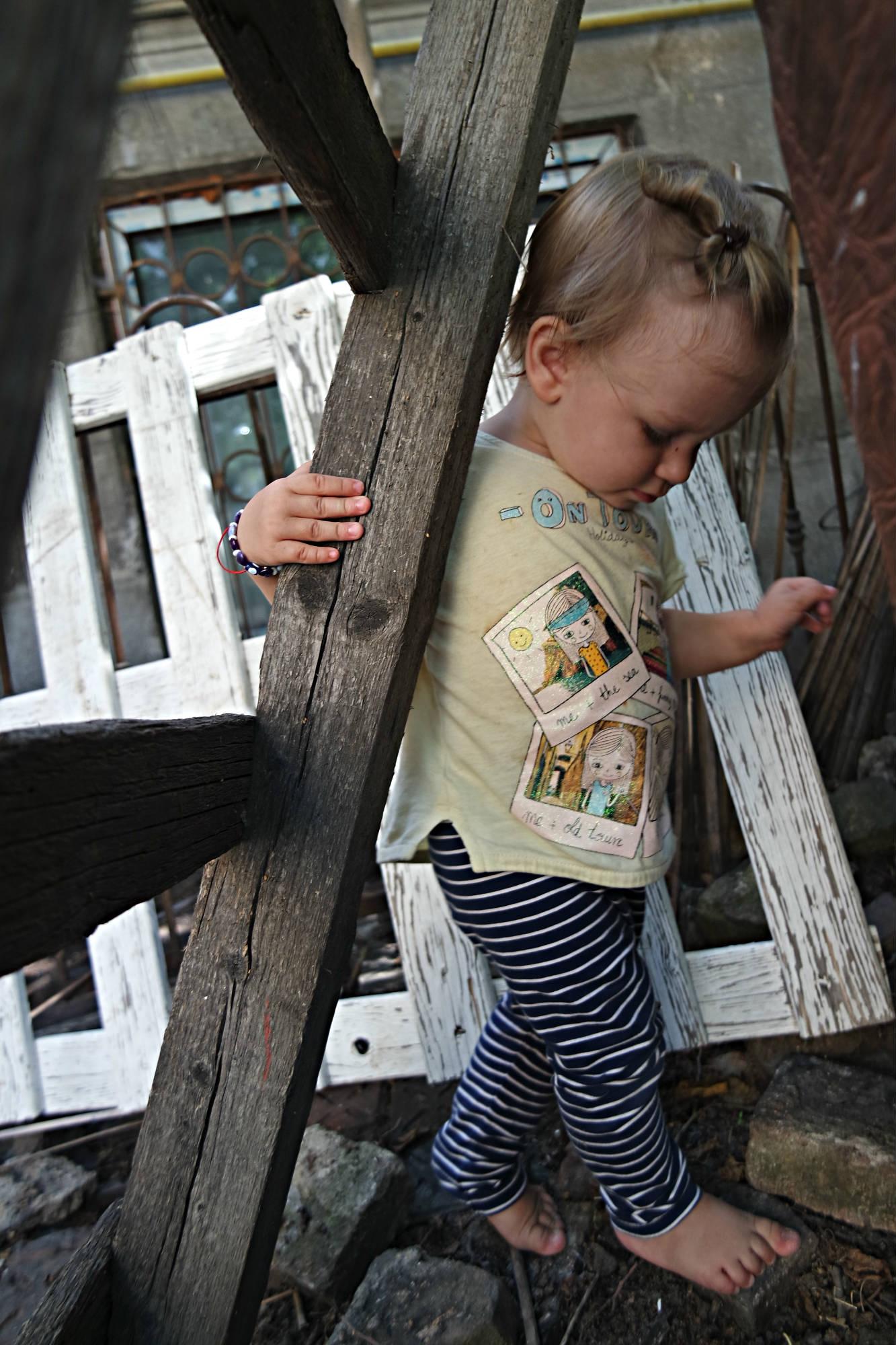 După cum vă imaginați, Ingrid petrece mult timp în grădină, la joacă. :)