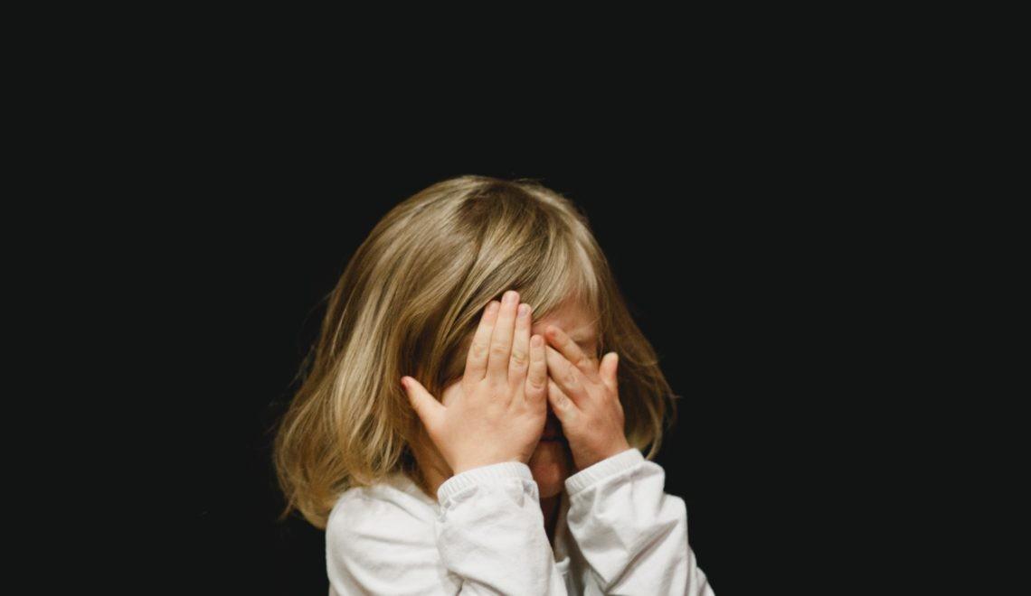 Ascundem copiii de societate fiindcă au păduchi?