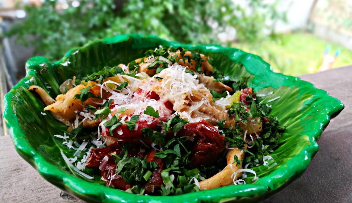 Rețete COOL! Ciuperci Pleurotus cu antipasti, legume verzi și parmezan!