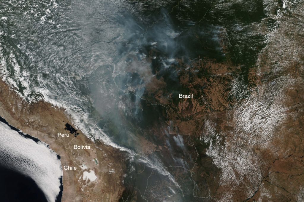 padurea amazoniana arde satelit